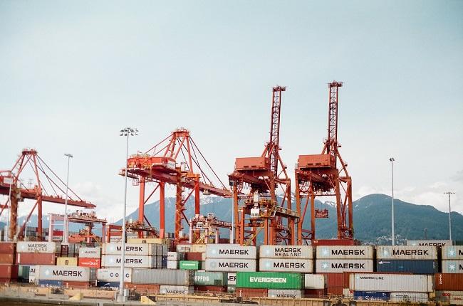 grues a un port